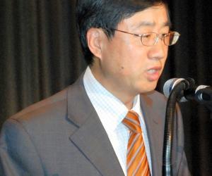 法兰克福总领馆副总领事王锡廷为大会致辞