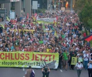 """反对""""斯图加特21""""项目的抗议人群"""